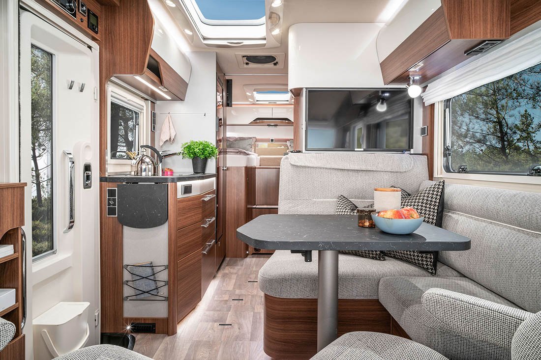 hymer b klasse mc modern comfort integriert wohnmobile. Black Bedroom Furniture Sets. Home Design Ideas