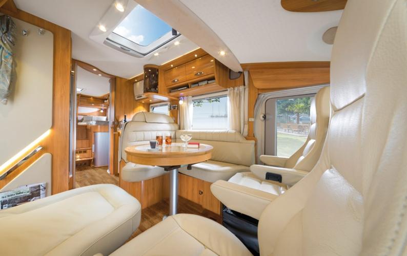 die hymer b klasse starline der mercedes unter den reisemobilen wohnmobile. Black Bedroom Furniture Sets. Home Design Ideas